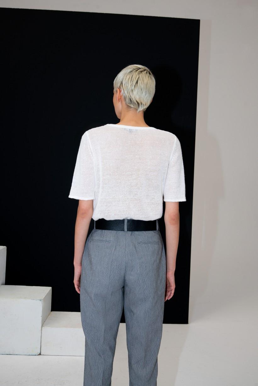 Ażurowy sweter z lnu w białym kolorze