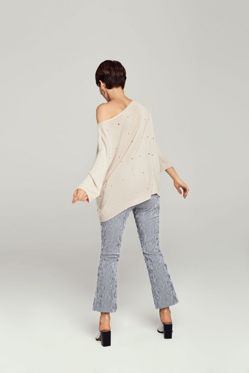Sweter z ażurowymi oczkami
