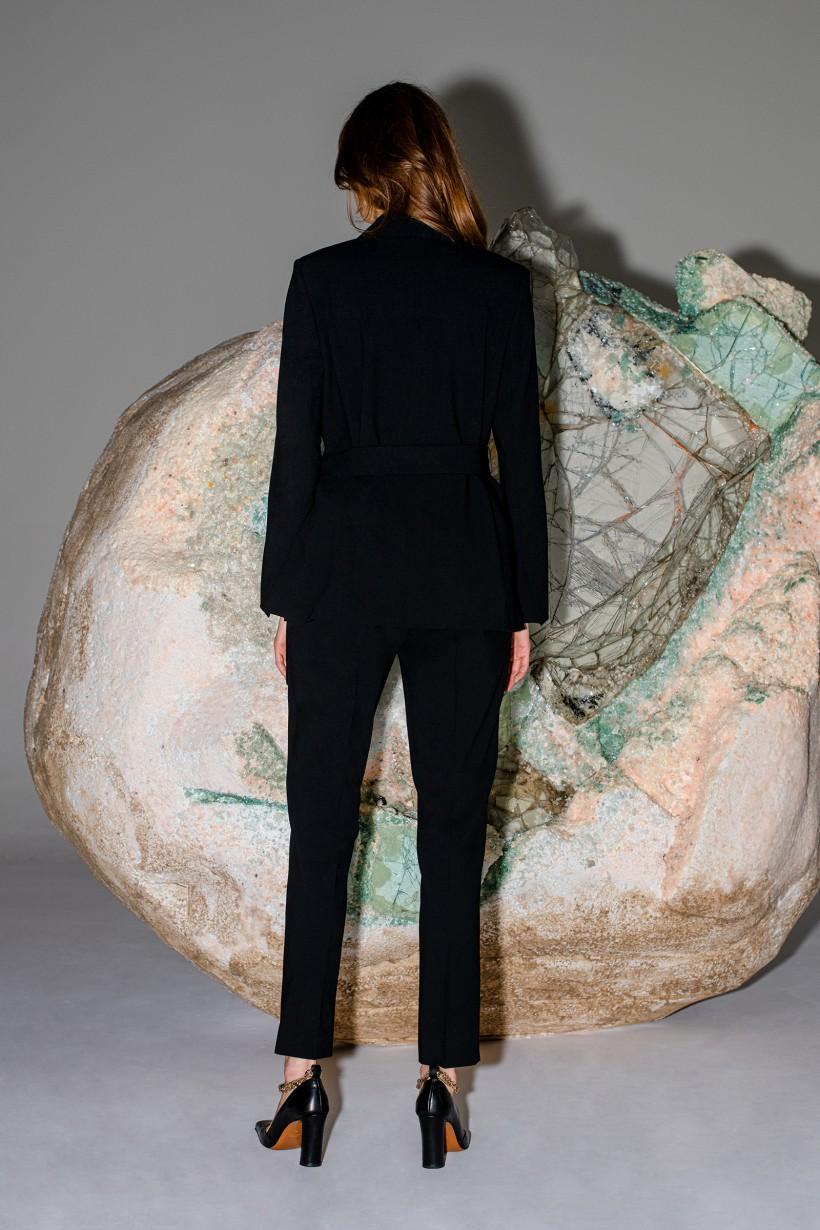 Klasyczne spodnie w kant w kolorze czarnym