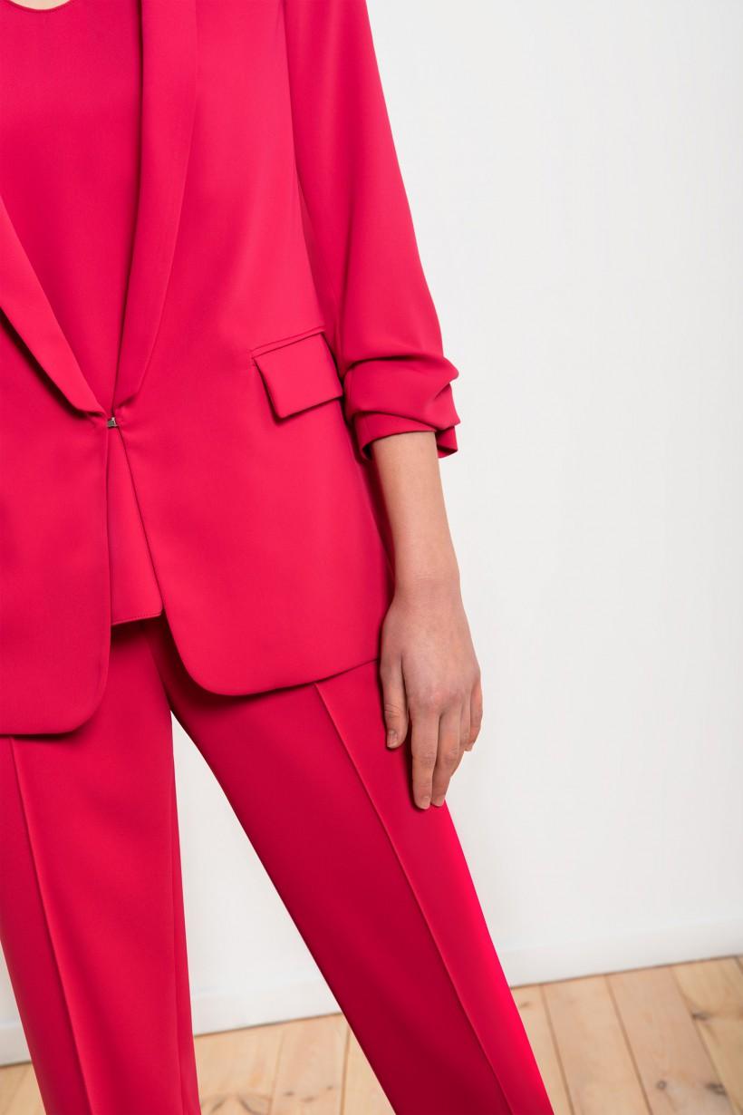 Klasyczne spodnie w kolorze mocnego różu