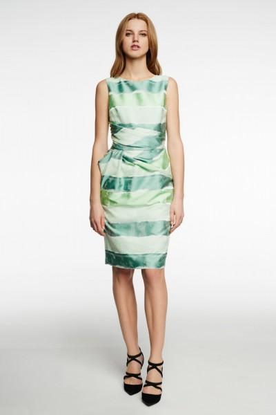 Sukienka z drapowaniem w talii