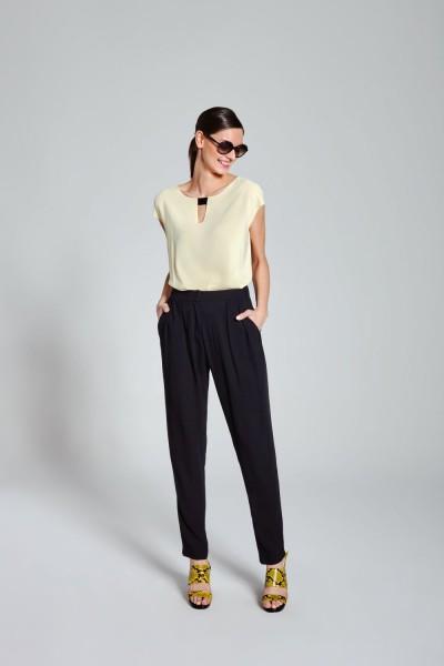 Spodnie z zaszewkami