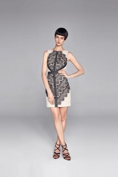 Sukienka z koronkowym motywem