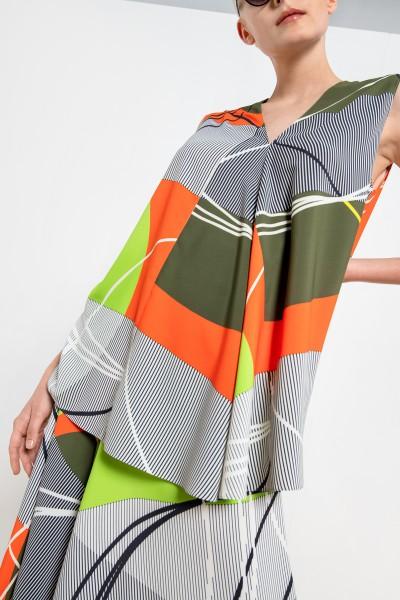 Top na szerokich ramiączkach w kolorowe geometryczne wzory