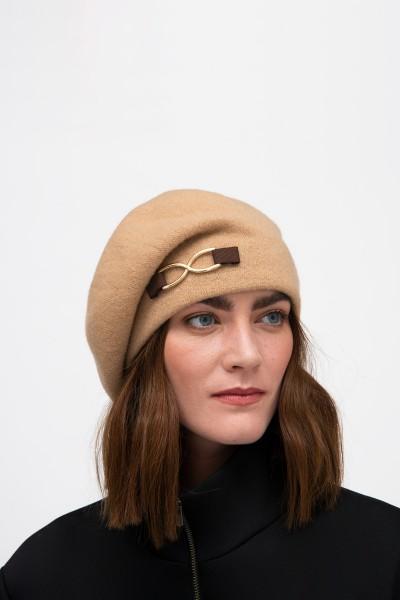 Wełniana czapka w kolorze camelowym