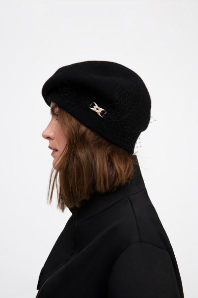 Czarna wełniana czapka z woalką
