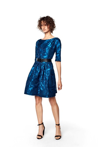 Sukienka z połyskującej tkaniny