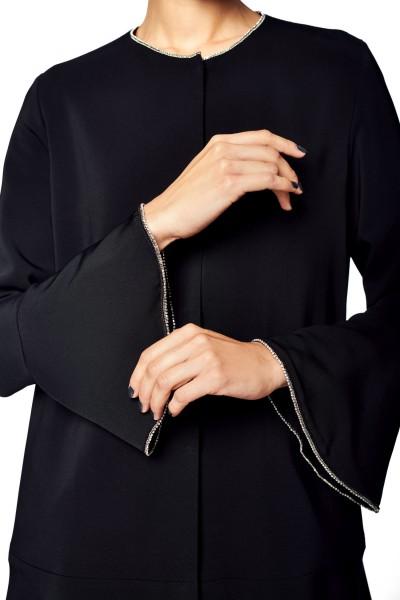 Płaszcz z ozdobnym rękawem