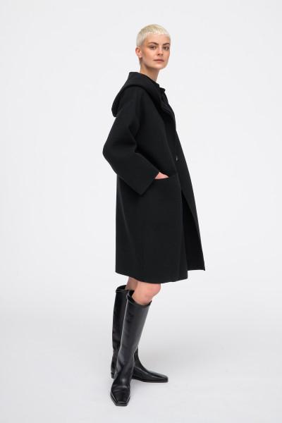 Wełniany płaszcz z kapturem w kolorze czarnym