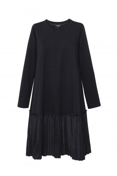 Sukienka oversize z plisowanym dołem w kolorze czarnym