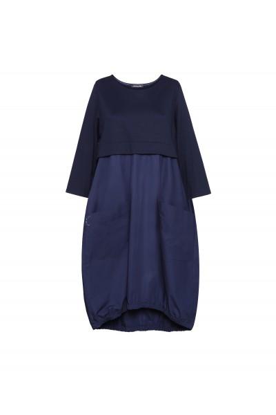 Granatowa sukienka oversize w sportowym stylu