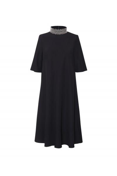 Czarna sukienka z odpinaną kolią