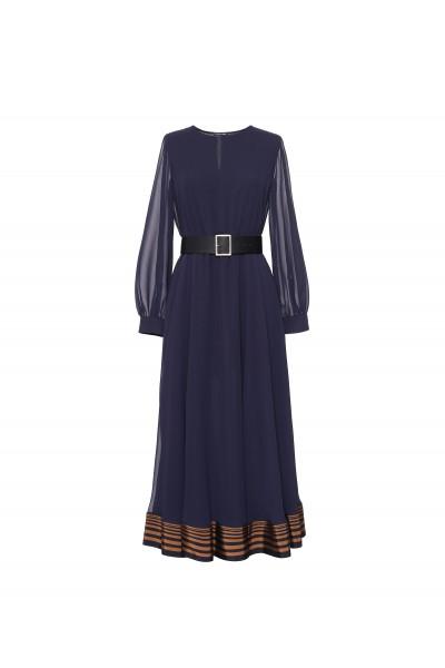 Sukienka z ozdobnym wykończeniem dołu