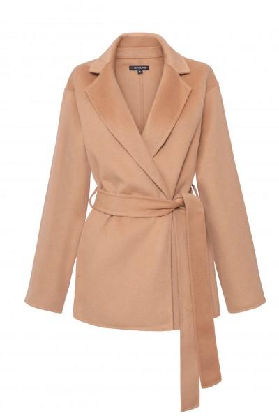 Krótki płaszcz z paskiem w kolorze camelowym