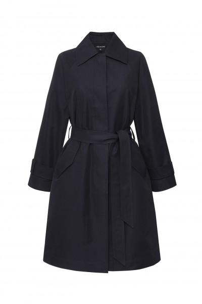 Taliowany płaszcz z paskiem w kolorze ciemnogranatowym