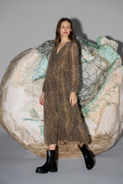 Zwiewna sukienka w zwierzęcy print o długości maxi
