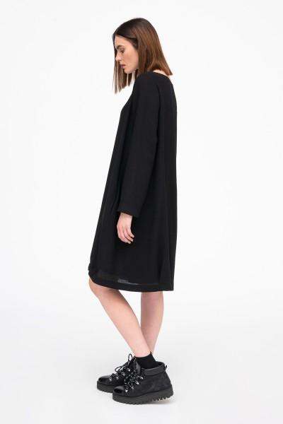 Sukienka oversize z okrągłym dekoltem w kolorze czarnym