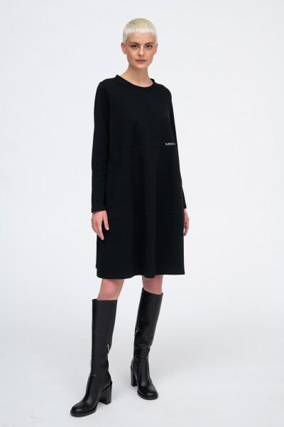 Sukienka oversize z nadrukami w kolorze czarnym