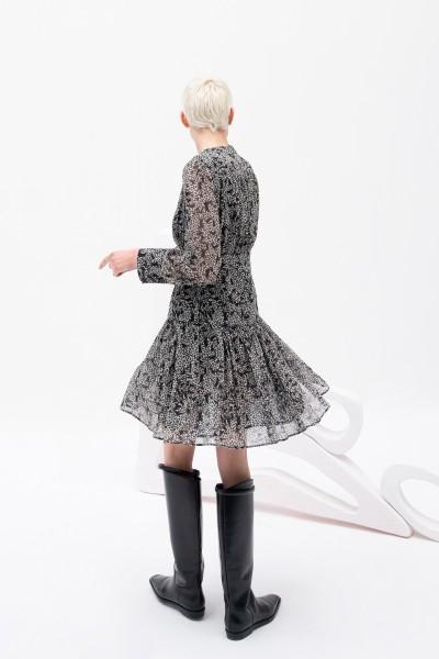 Sukienka z dekoltem v i printem w kolorze czarno-białym