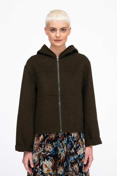 Wełniana kurtka z kapturem o kolorze butelkowej zieleni