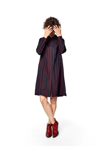 Sukienka w pionowe pasy