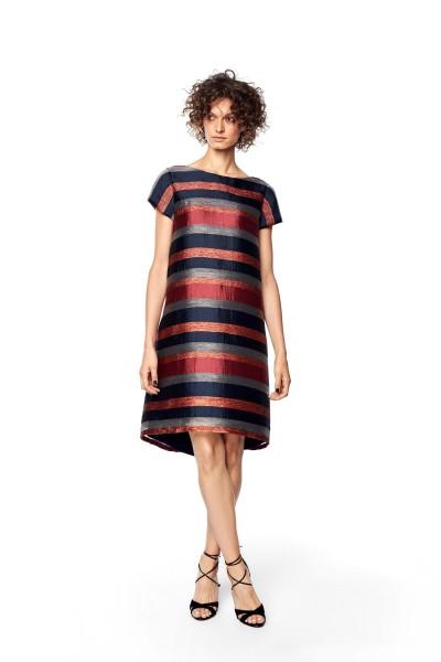 Sukienka z lekkim błyskiem w pasy