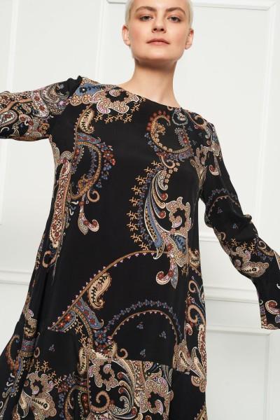 Sukienka z kolorowym wzorem
