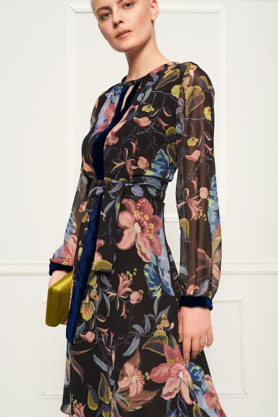 Sukienka w kwiaty z aksamitem