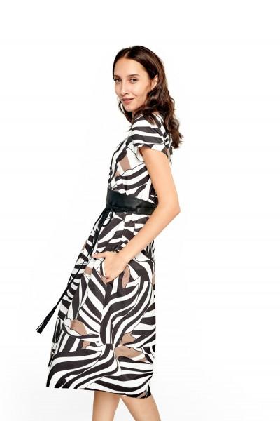 Żakardowa sukienka o niebanalnym wzorze