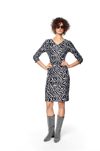 Dopasowana sukienka żakardowa