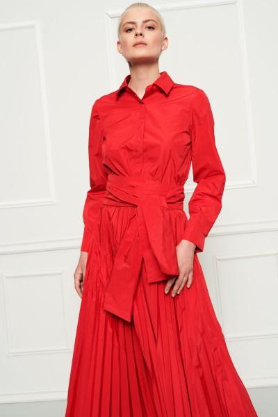 Czerwona plisowana suknia z tafty