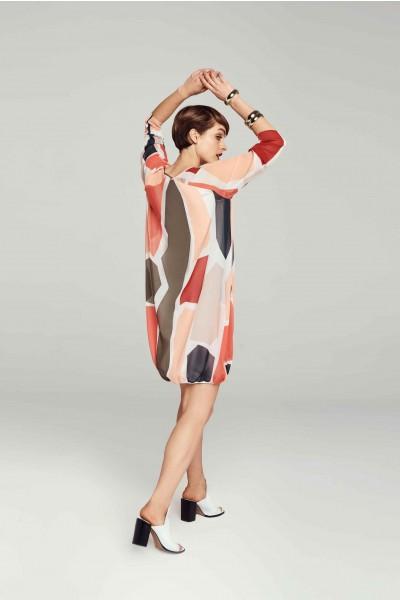 Luźna sukienka w geometryczny wzór