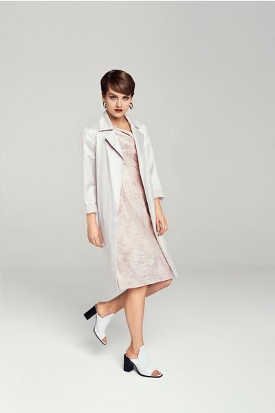 Elegancki płaszcz z wiązaniem