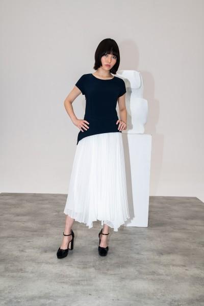 Dwuczęściowa sukienka z plisowanym dołem