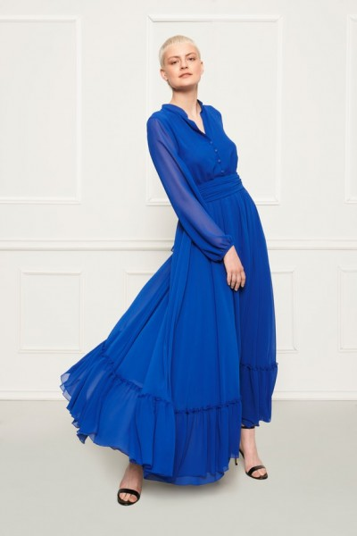 Długa chabrowa suknia z falbaną