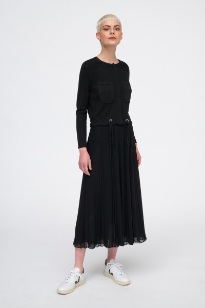 Sweter z kieszeniami w kolorze czarnym