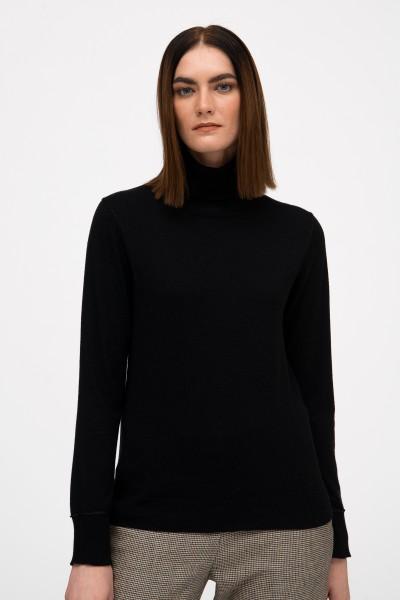 Sweter z golfem w kolorze czarnym