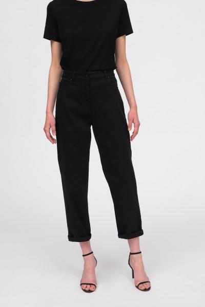 Czarne spodnie z szeroką nogawką i wysokim stanem