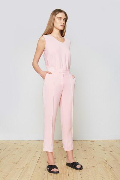 Spodnie z kantem w kolorze jasnego różu